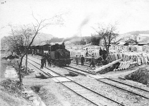 昭和初期の荒針駅と5号蒸気機関車