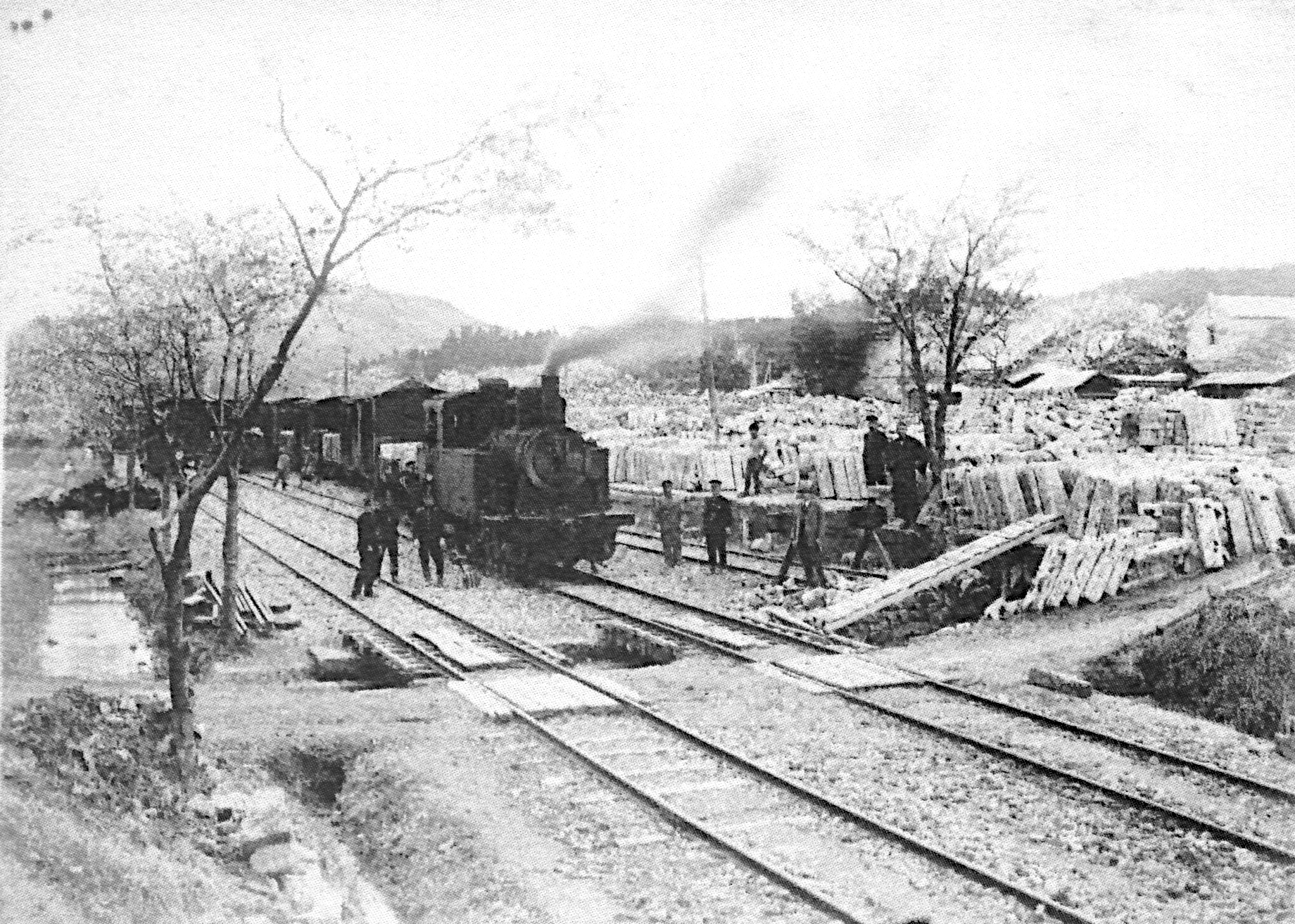 Arahari Station in the late 1920s, early 30s and number 5 steam locomotive