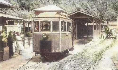 A gasoline powered (passenger) train leaving Oya Branch Office in the late 1920s, early 30s
