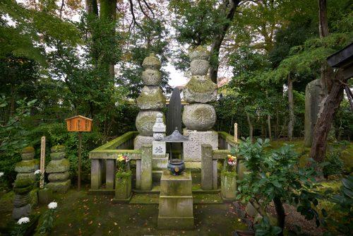 Memorial towers of Tsunasada and Kintsuna Utsunomiya